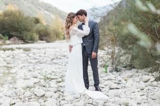 Couple de mariés bohèmes