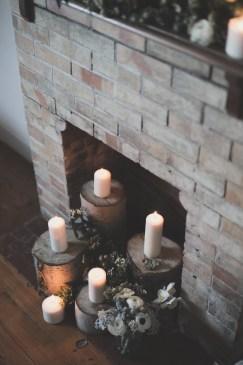 Décorer l'intérieur d'une cheminée avec des bougies