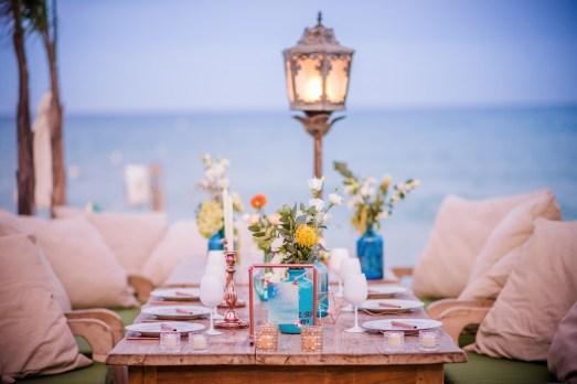 Décoration de table de mariage sur la plage