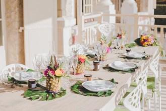 Décoration de table pour mariage tropical chic