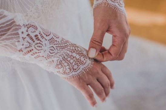 Manche longue en dentelle d'une robe de mariée