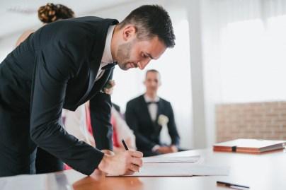 Signature des registres par le marié