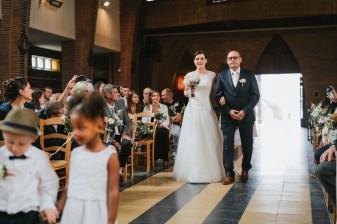 Arrivée de la mariée dans l'église