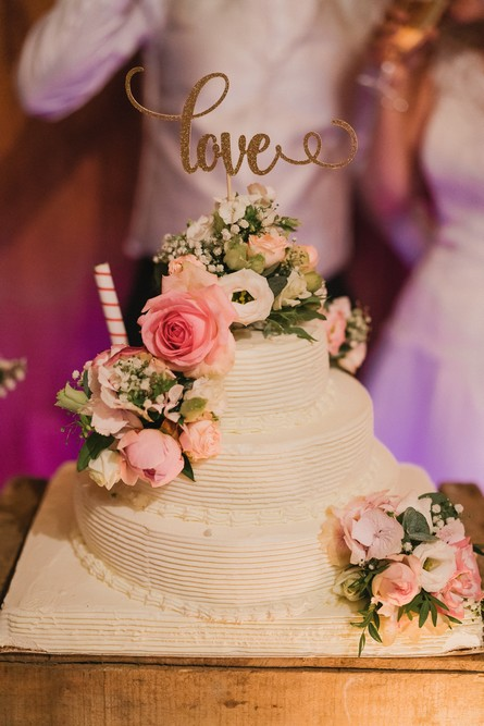 Wedding cake blanc et fleuri