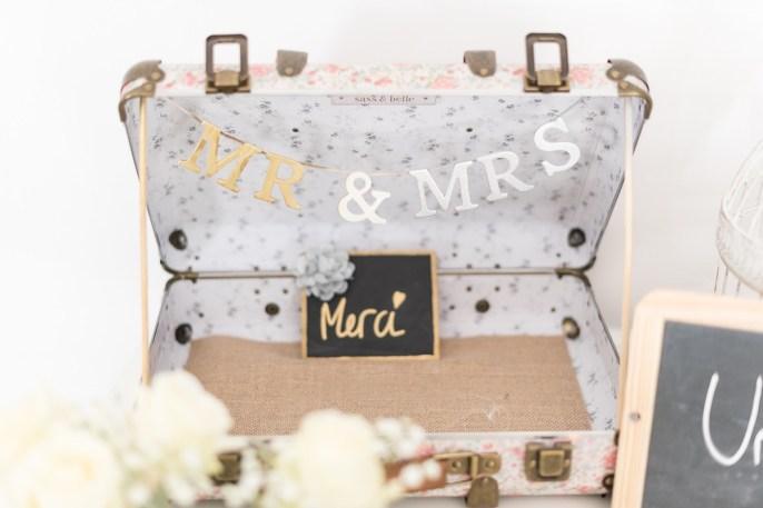 Valise vintage pour urne de mariage