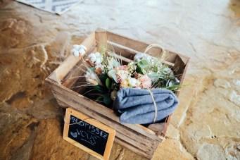 Distribution de plaids à un mariage