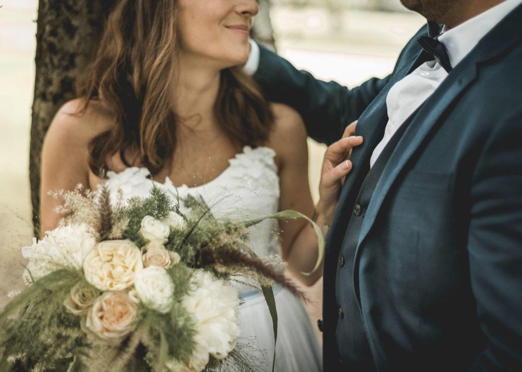 couple-mariage-bouquet-vintage