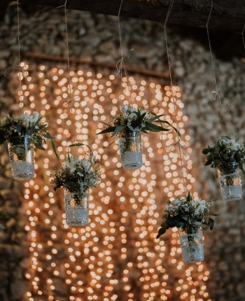 decoration-mariage-rideuax-lumineux-suspensions-fleuries