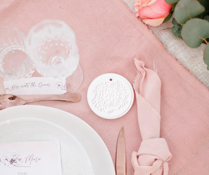 cadeau-invites-mariage-medaillon-parfumee-studio-tandem