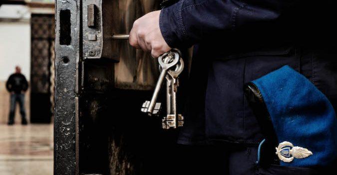 Noto, agente penitenziario arrestato dalla Polizia di Stato