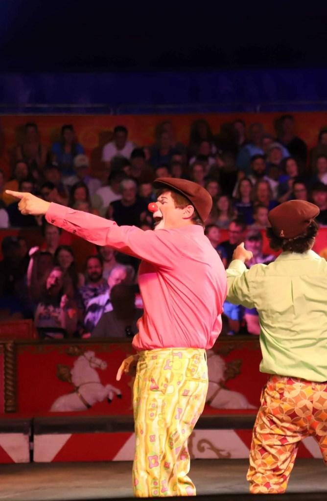Payasos en el circo