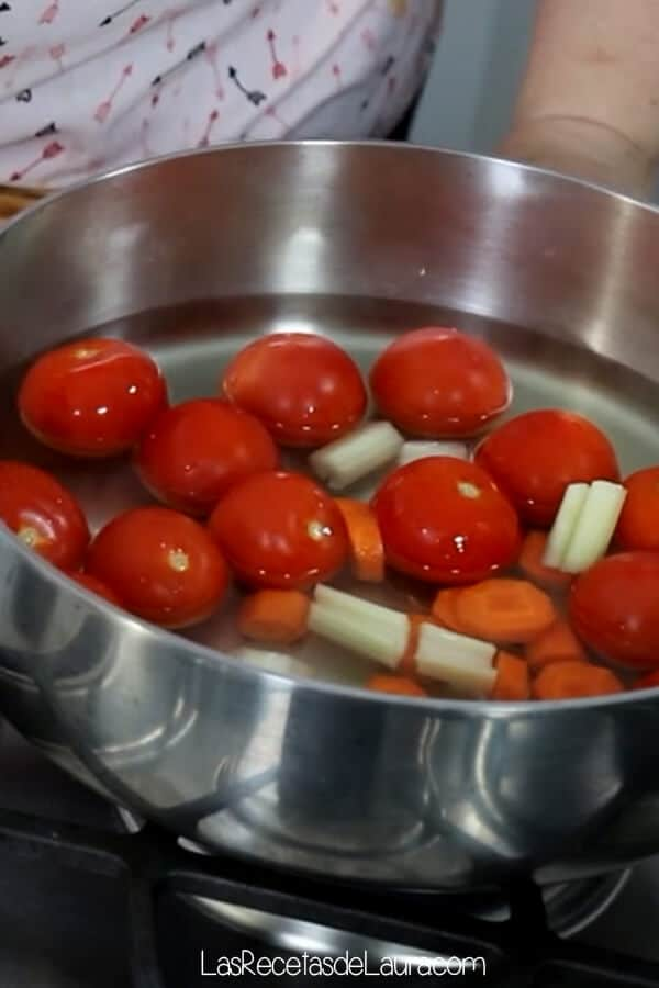 Puré de tomate casero saludable para pasta o pizza