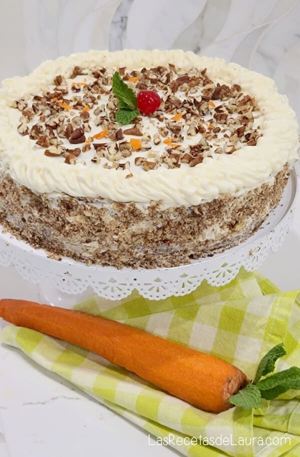 carrot cake with pecans and pineapple