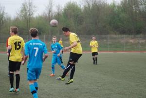 Linus Peuter hier beim Kopfball im Spiel gegen FK Pirmasens