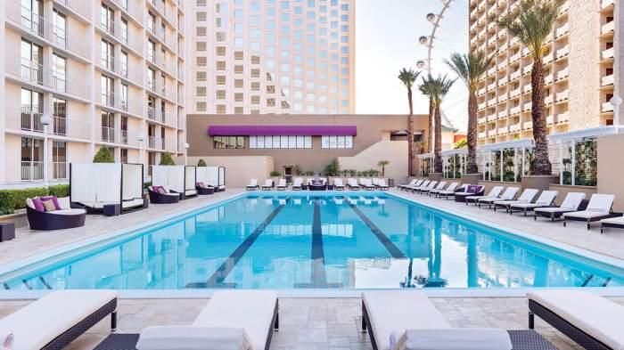 Harrah's Hotel Las Vegas Pool