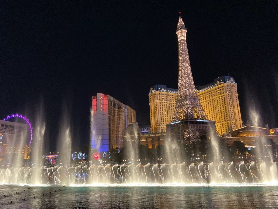 Las Vegas Eiffel Tower + Fountains