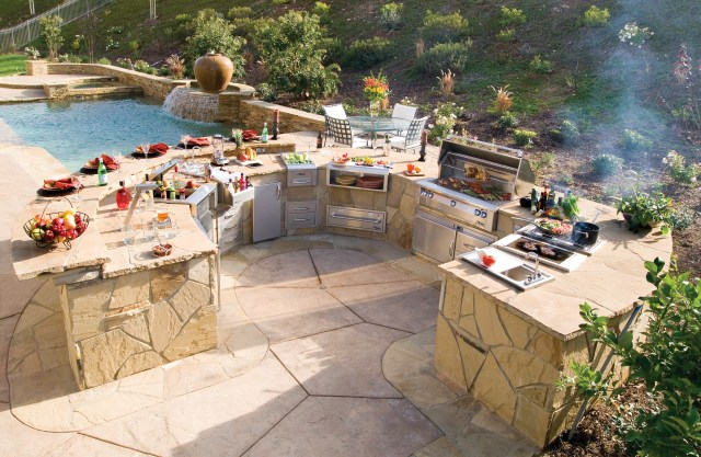 5 perfectly amazing outdoor kitchen layout ideas