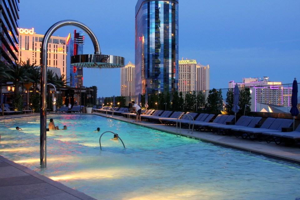cosmopolitan piscine bamboo pool