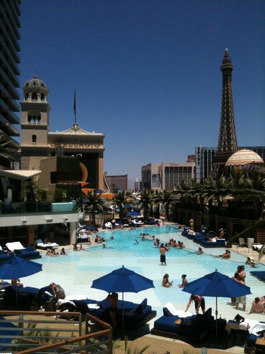 cosmopolitan piscine boulevard pool