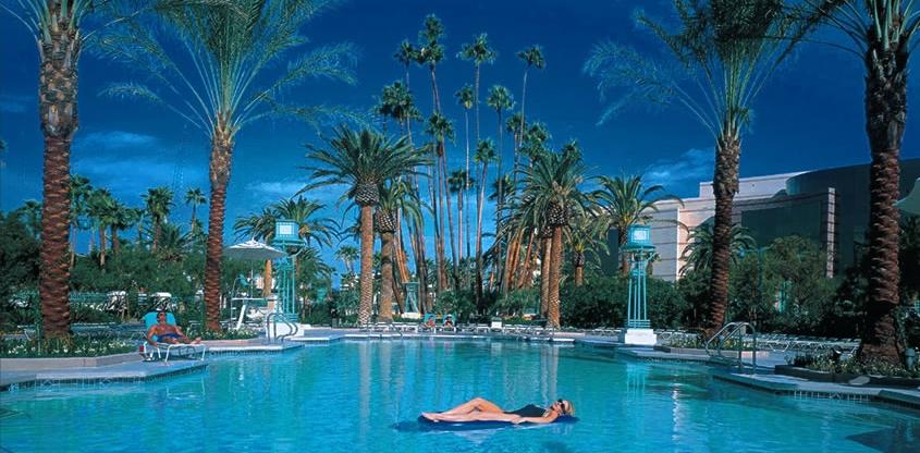 mgm grand piscine 1