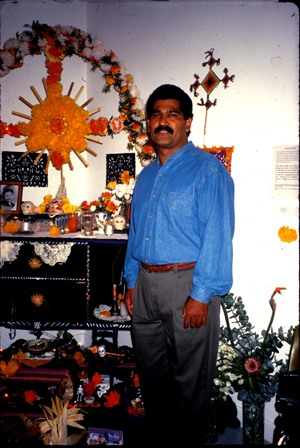 rsz12-alec-with-mama-lupe-altar-1995.jpg