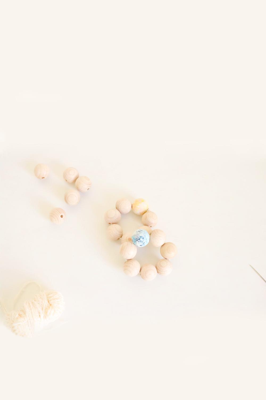 Jolis ronds de serviettes en perles en bois peint à la main.