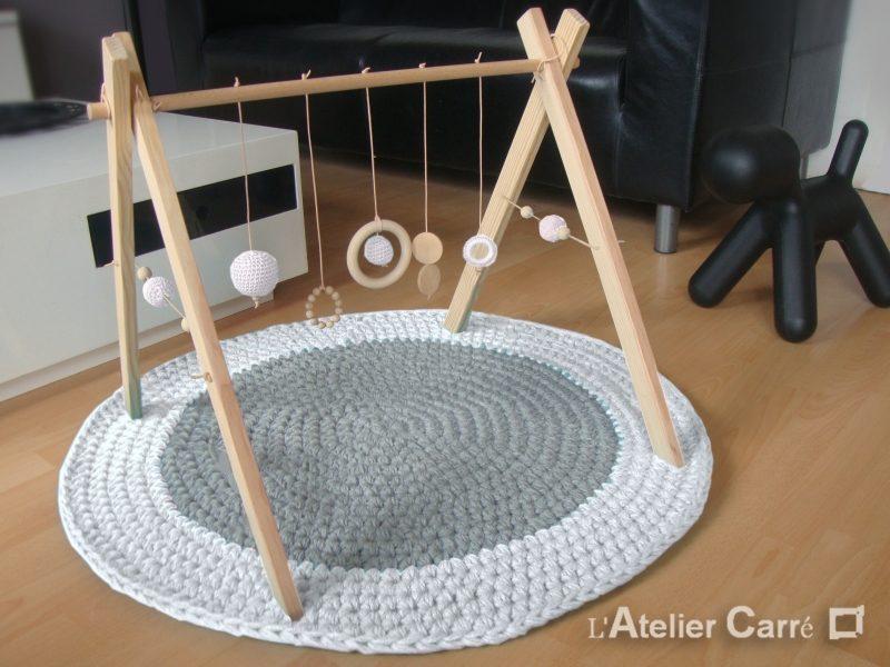 portique d eveil bebe bois et crochet personnalisable