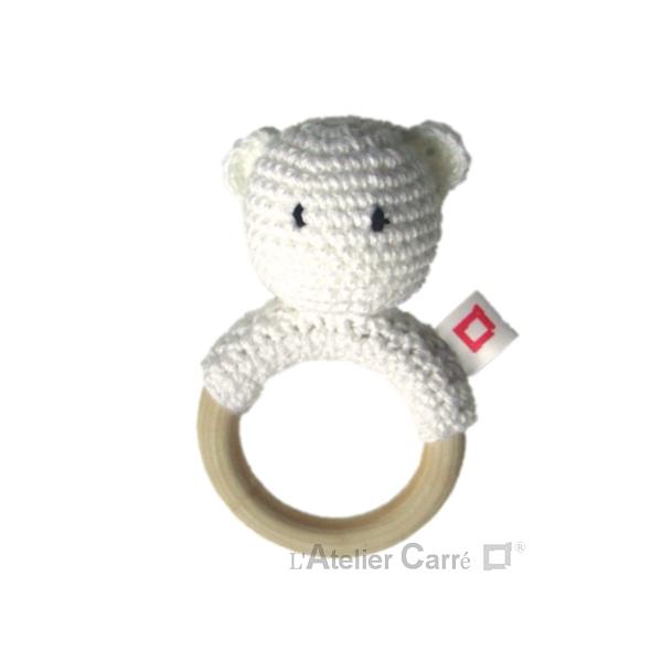 hochet bois et crochet anneau de dentition forme ourson blanc