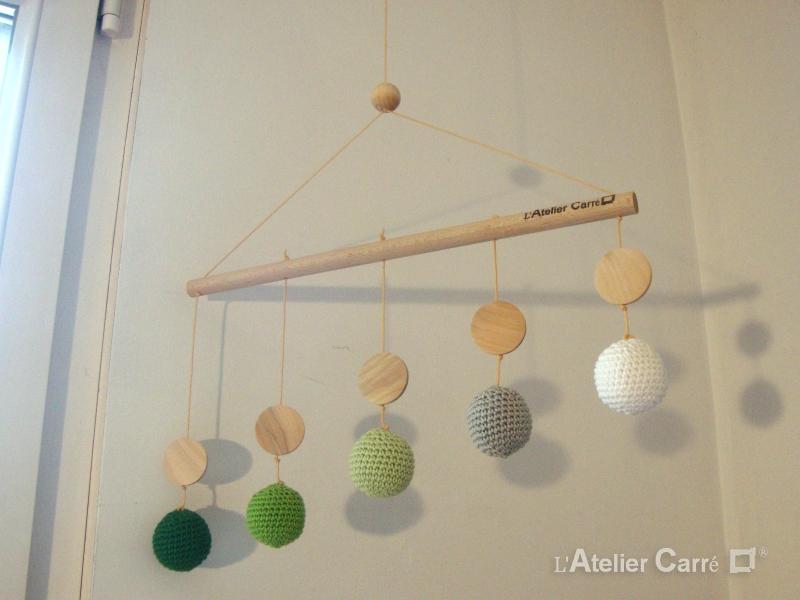 mobile de gobbi en bois et crochet dégradé vert