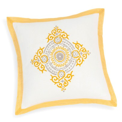 http://www.maisonsdumonde.com/FR/fr/produits/fiche/housse-de-coussin-en-coton-jaune-blanche-40-x-40-cm-cristobal-158330.htm