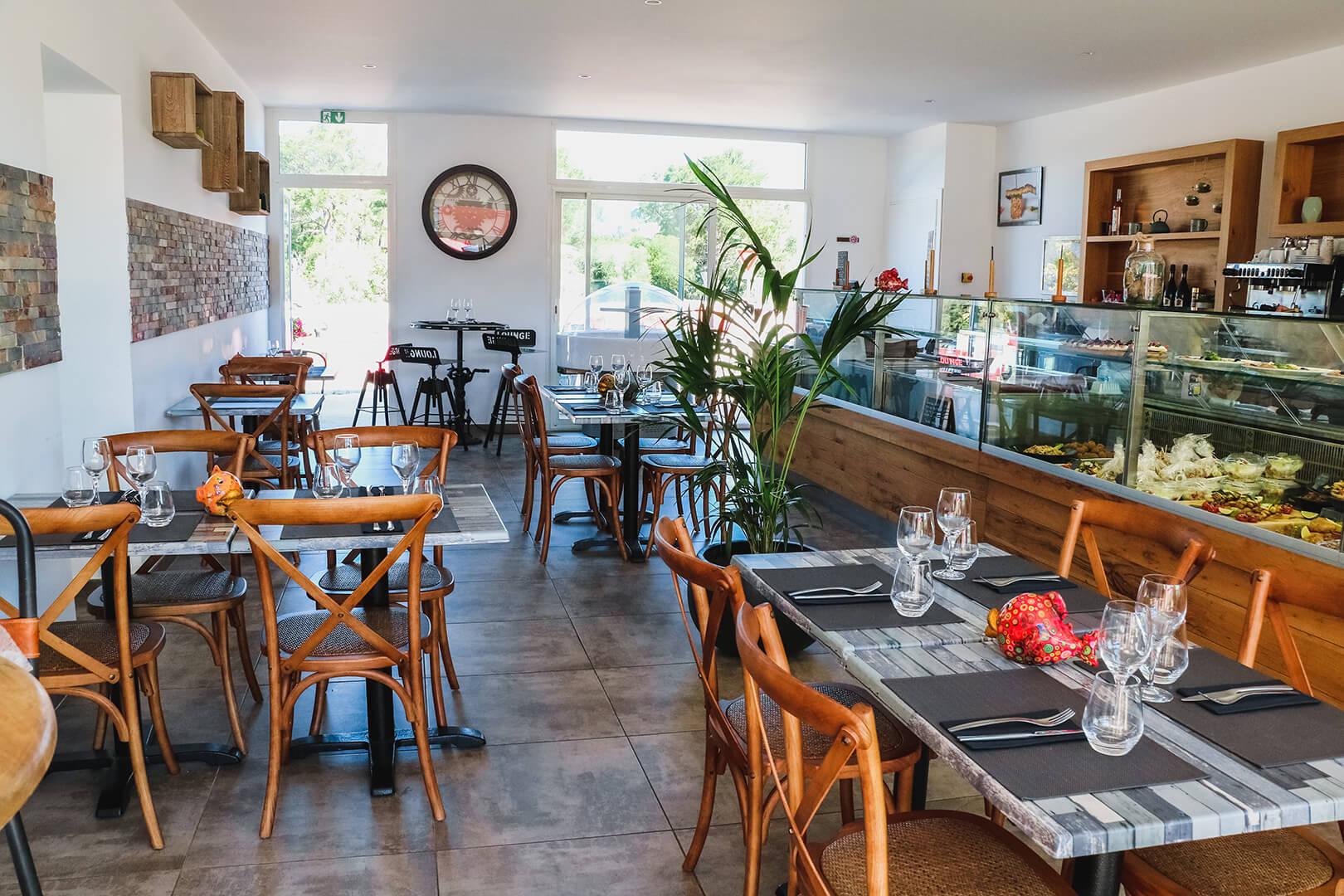 Intérieur boutique-restaurant Lozari - L'Atelier du Chef - Traiteur Corse