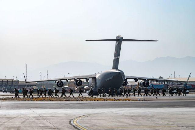 Al menos tres muertos en las afueras del aeropuerto de Kabul: No hay  claridad sobre las causas - La Tercera