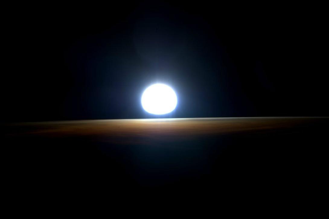 dernier lever de soleil de son année dans l'espace, le 1er mars 2015