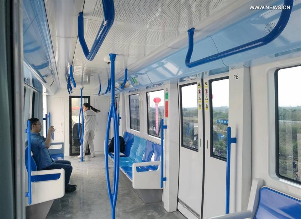chine-test-monorails-suspendus-batterie