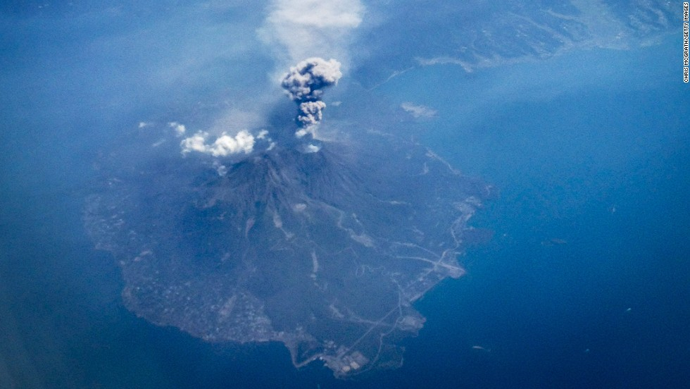 japan-volcano-sakurajima