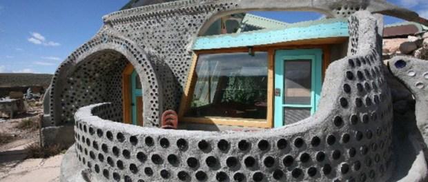 cette famille fran aise construit une maison cologique et 100 autonome la terre du futur. Black Bedroom Furniture Sets. Home Design Ideas
