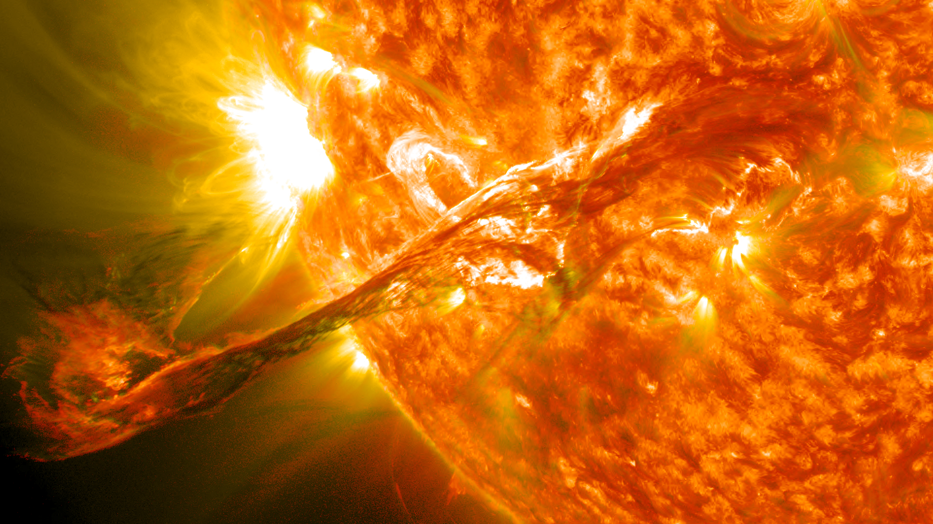 Magnificent CME Erupts on the Sun – August 31