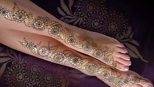 https://i2.wp.com/www.latestasianfashions.com/wp-content/uploads/2011/09/Glitter-Mehndi-Designs-Collection-2010-8.jpg