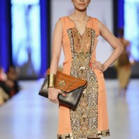 Areeba Habib model catwalk