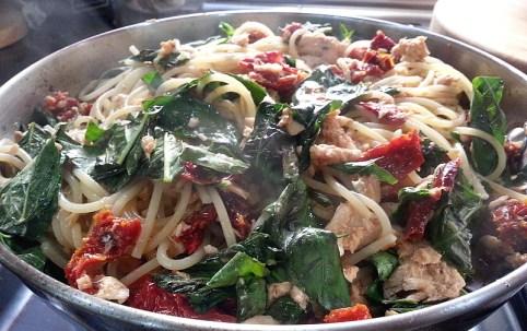 spaghetti-salmon-basil-sundried-tomatoes