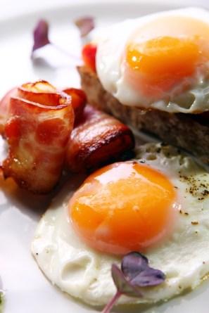 huevos con beicon huevos con beicon
