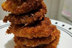 Stack of onion rings.