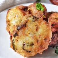 Easy Rava Pakoda/ Semolina Fritters - Perfect tea time snack