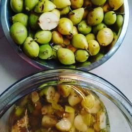 It's Harvest Time – time to make apple (or pear) cider vinegar