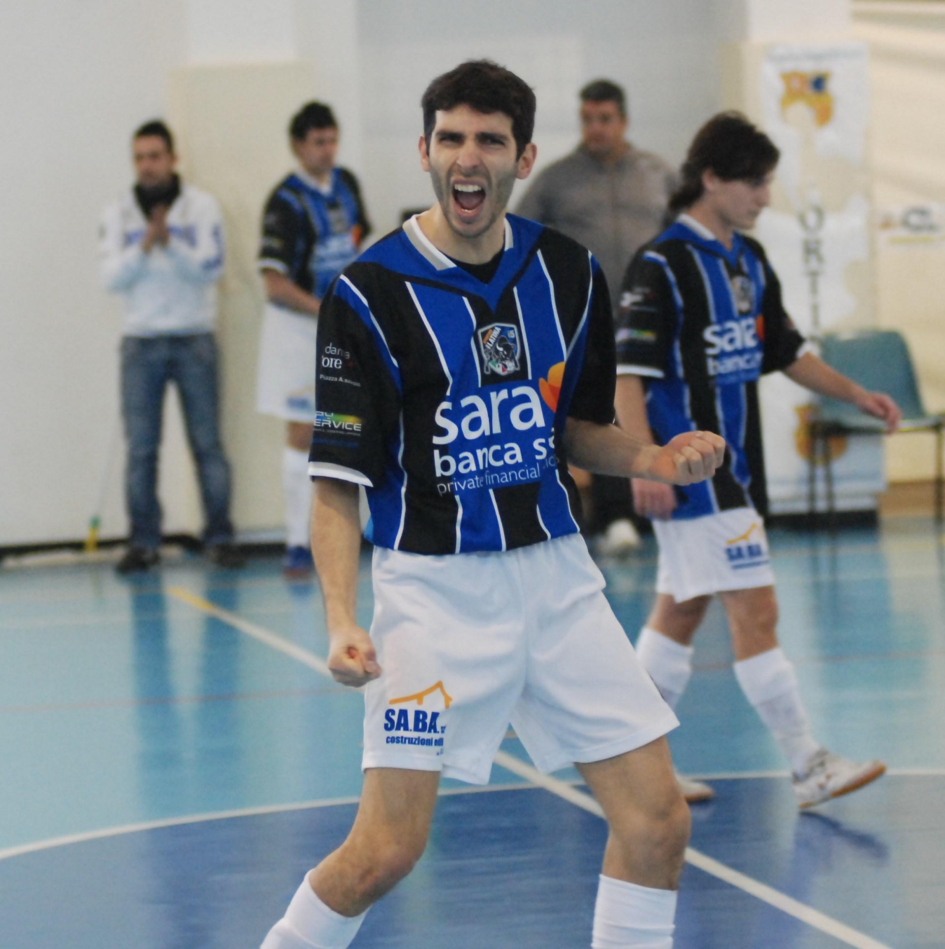 sport_sportinglatinacalcioa5_L'esultanza di Emilio Cavallin
