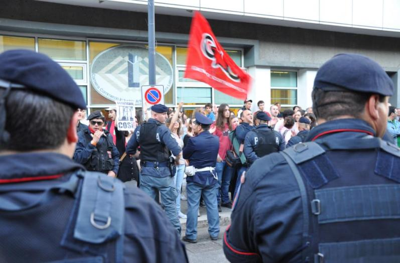 berlusconi-latina-protesta-001