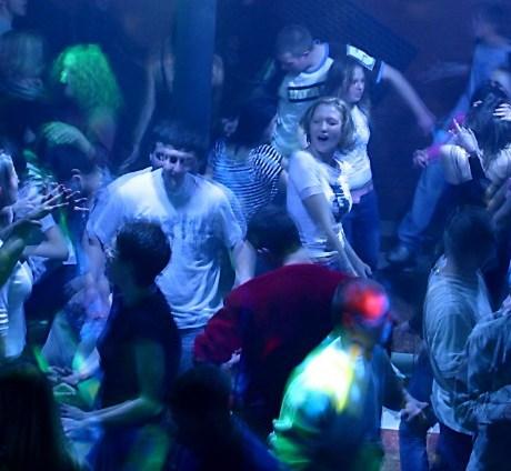 discoteca-latina-musica-pub-4767833