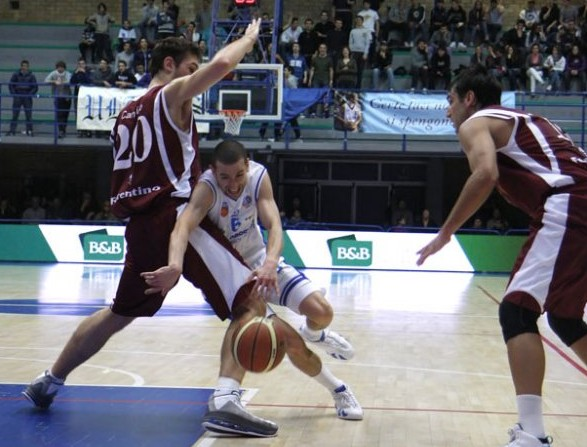 latina-basket-87628752