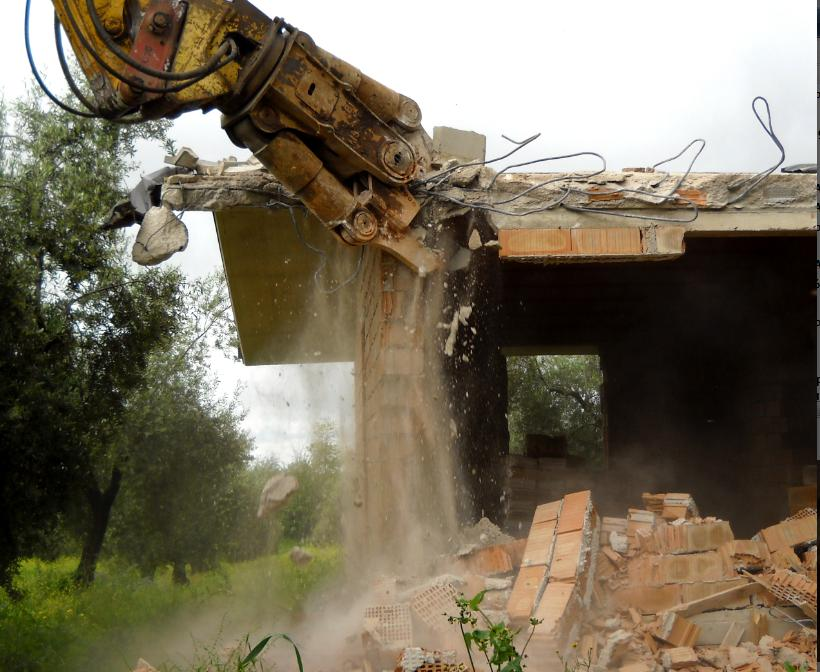 demolizione-casa-abusiva-576873454