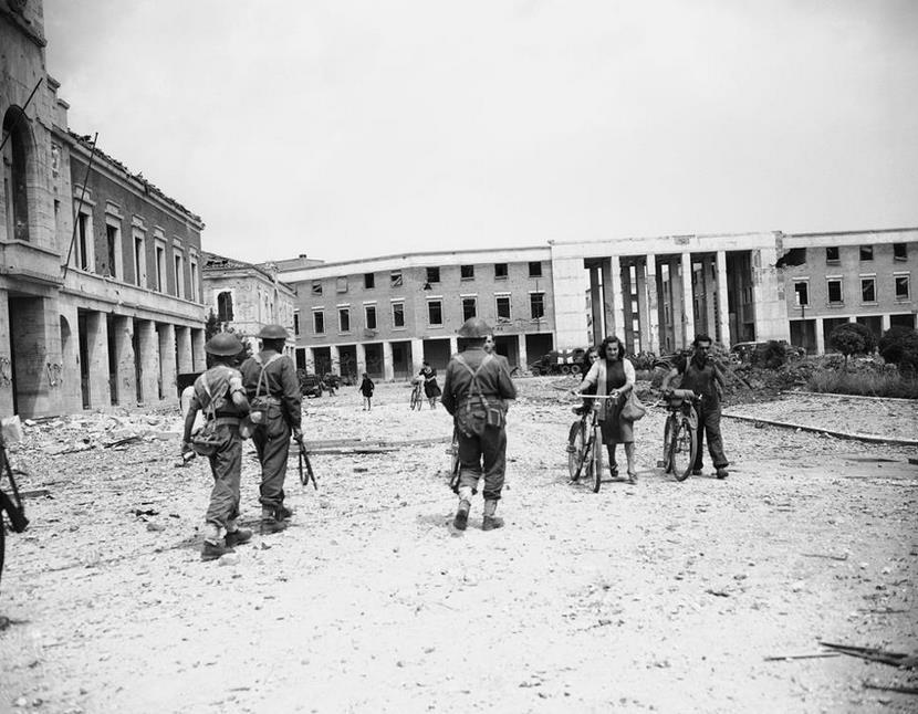 littoria-piazza-del-popolo-1945-latina24ore-67436888